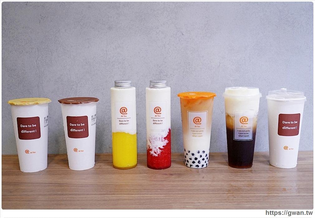 透明杯的飲料漸層都好美,加上LOGO融入杯身中,一字排開這畫面很舒服