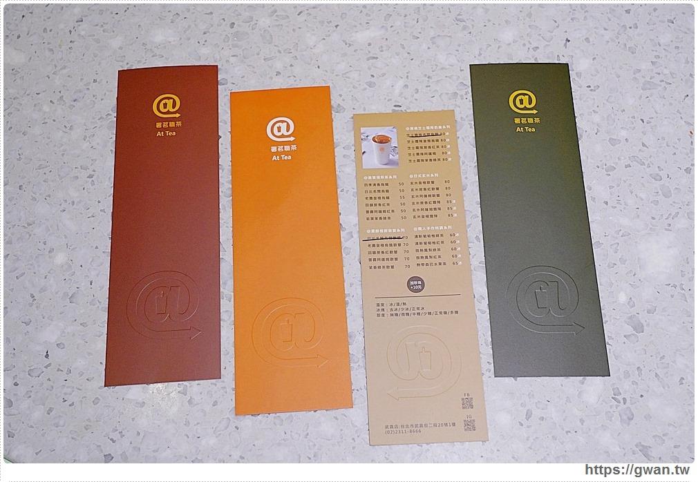 四色菜單小卡,每天隨機提供兩款讓大家拿取,特別設計過的色卡當成書籤也很適合
